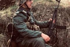 Grenadier Antropius vybavený nejmodernějším počinem zbrojního průmyslu Říše.